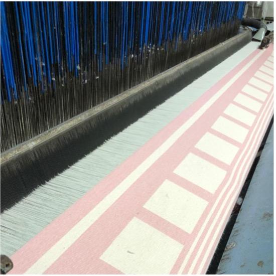 Weefmachine in onze fabriek in Colombia. Jacquard weeftechniek voor hoge kwaliteit hangmatten.